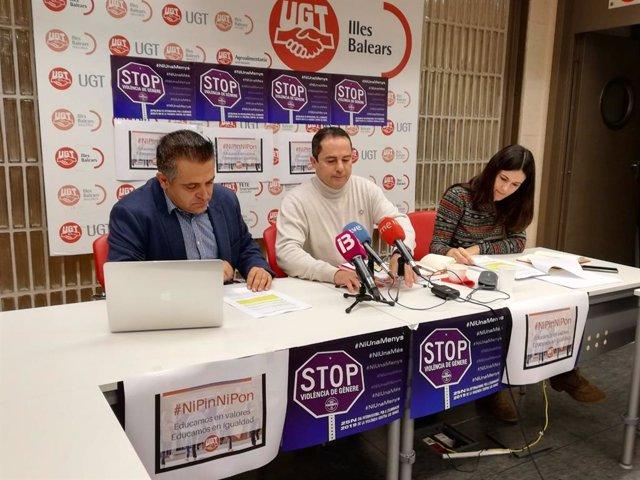 El secretario de Enseñanza de FeSP-UGT Baleares, Tino Davia, el secretario general, Miguel Ángel Romero, y la delegada de Educación, Azahar Tortonda.