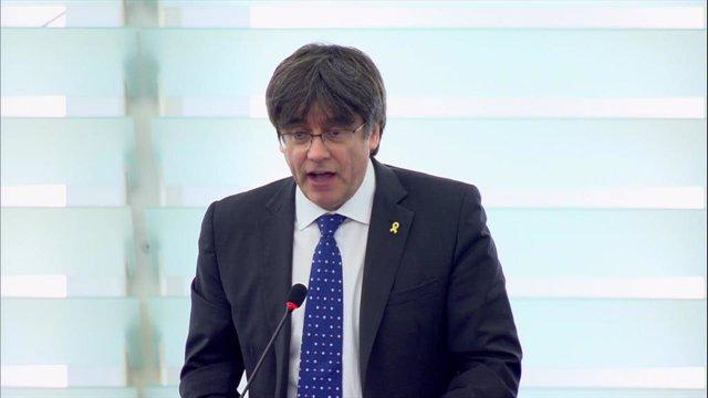 Puigdemont durant la seva primera intervenció davant el ple del Parlament Europeu.