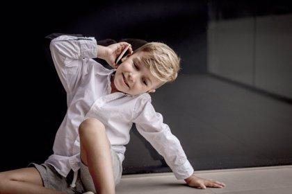 5 claves para gestionar el uso responsable del primer móvil de los niños