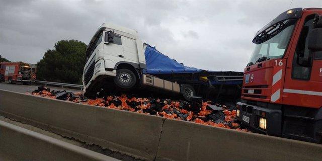 Camions accidentats a l'AP-7 al seu pas per Figueres (Girona), on hi havia desviaments a l'N-II a causa del temporal Glòria