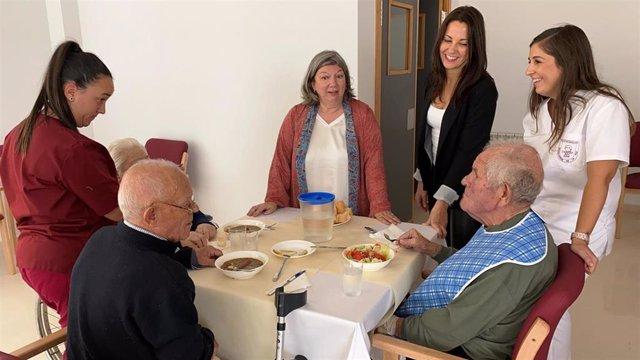 Primeros residentes de la residencia de ancianos de Mensajeros por la Paz