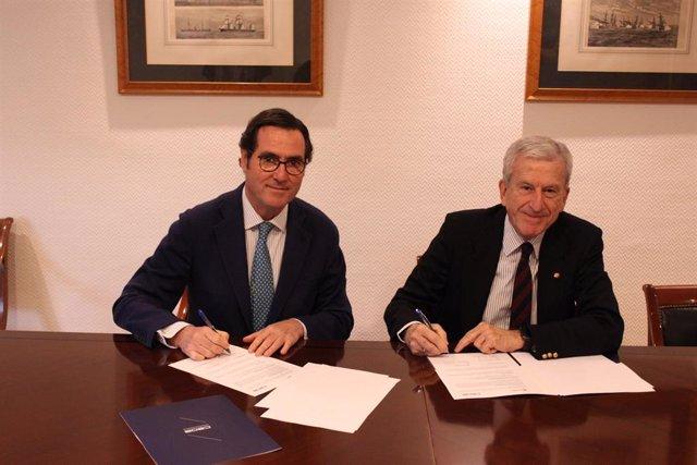 Acuerdo entre CEOE y Cáritas firmado entre el presidente de CEOE, Antonio Garamendi, y el presidente de Cáritas Española, Manuel Bretón.