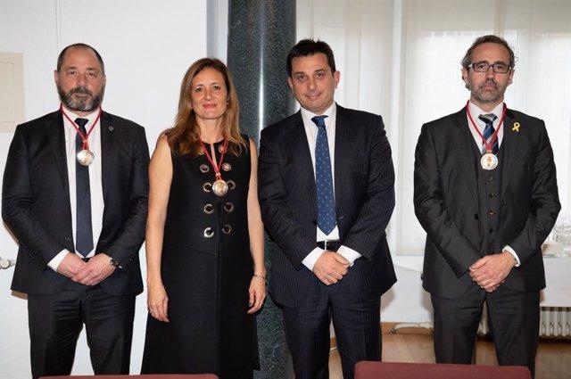 Los nuevos consejeros del Consell de l'Advocacia Catalana, Joan Martínez, Maria Pastor y Rogeli Montoliu, junto al presidente del Consell (en el centro), Manel Albiac.