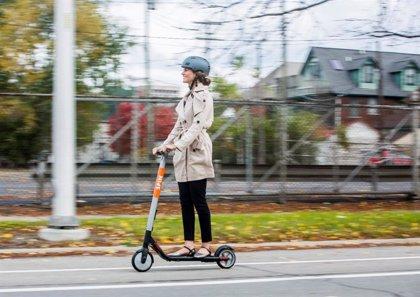 OCU alerta de la escasa cobertura que ofrecen los seguros de hogar a ciclistas y usuarios de patinetes