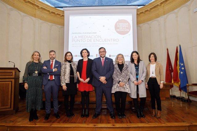 El vicepresidente Remírez con el resto de ponentes en las jornadas sobre mediación