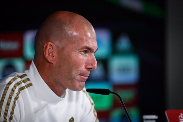 Zinédine Zidane en rueda de prensa con el Real Madrid