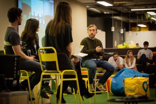 El cofundador de Glovo, Sacha Michaud durant la seva intervenció en la II edició de Glovo Talks , a Barcelona (Espanya), 21 de gener del 2020.