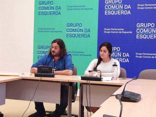 Los diputados de Común da Esquerda Antón Sánchez y Luca Chao en una rueda de prensa