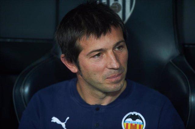 Albert Celades dirigiendo al Valencia