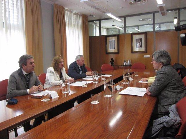 Reunión entre la Delegación del Gobierno, la Junta y el director del Aeropuerto de Badajoz