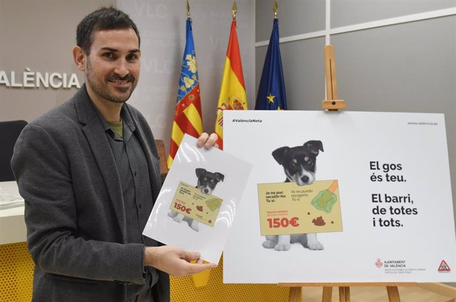El vicealcalde y concejal de Gestión Sostenible de Residuos Urbanos y Limpieza, Sergi Campillo, presenta la campaña de concienciación para la retirada de excrementos caninos en la calle.