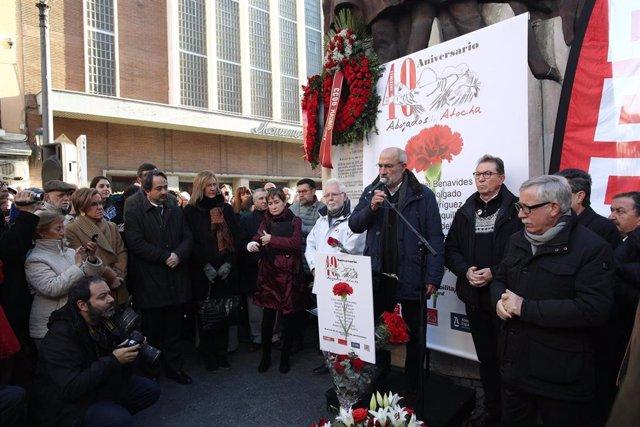 Homenaje a los abogados de Atocha en el monumento El Abrazo en la paza de Antón Martín en Madrid