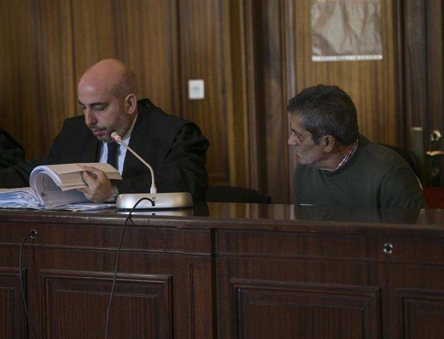 Acusado de matar a su exmujer y herir a una prima en junio de 2017 en la barriada de Palmente, en Sevilla.