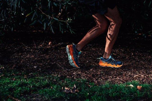 ASICS lanza el modelo FujiTrabuco Lyte para trail running