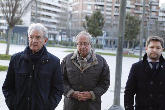 L'exgerent del Club Atlètic Osasuna, Ángel Vizcay, al centre, arriba al Palau de Justícia de Pamplona, 20 de gener del 2020.
