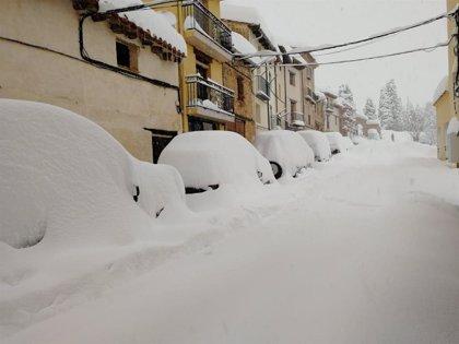 """Tronchón (Teruel) sigue aislado tras caer la mayor nevada """"en 50 años"""", dice el alcalde"""