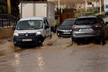 Una decena de carreteras de la Región continúan cortadas por el temporal