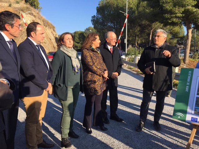 Carmen Crespo durante una visita en Málaga a la presa del embalse de El Limonero
