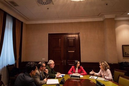 Societat Civil Balear y PLIS presentan a Arrimadas su informe sobre adoctrinamiento en los libros de texto de Baleares