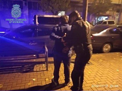 Detenidos dos jóvenes de 15 y 20 años que acumulan varios delitos, la mayoría de sustracción de vehículos