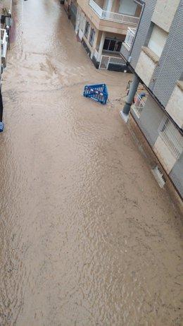 Lluvia, calzada inundada en Los Alcázares