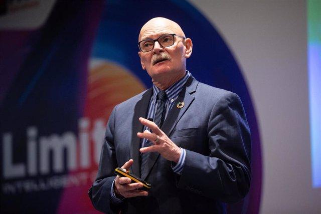 El consejero delegado de la GSMA, John Hoffman
