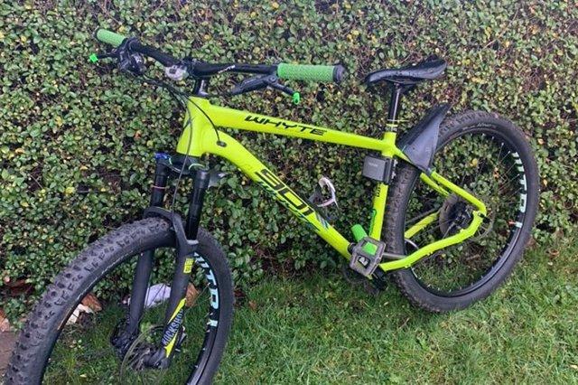 Un hombre compra una bicicleta robada valorada en 1600 euros por poco más de 90 y pide ayuda en Twitter para encontrar a su dueño