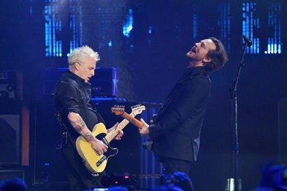 Escucha el ochentero y funky regreso de Pearl Jam: 'Dance of the Clairvoyants'