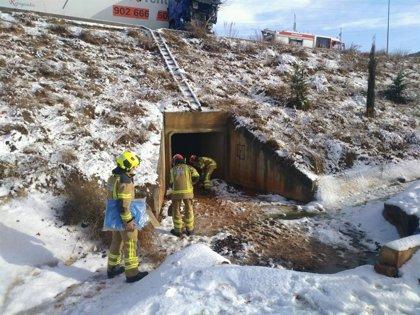 El operativo de viabilidad invernal de la Diputación de Teruel sigue con las labores de limpieza de carretera