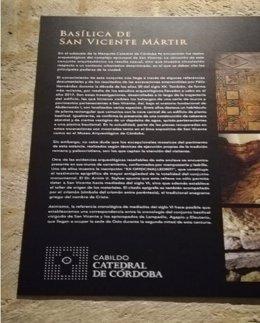 Cartel sobre la basilica de San Vicente en la Mezquita Catedral de Córdoba.