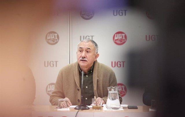 El secretario general de UGT, Pepe Álvarez, en la sede de UGT Madrid