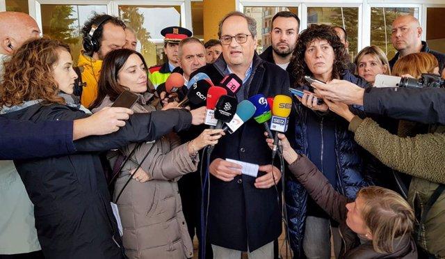El president de la Generalitat, Quim Torra, atén els periodistes després de visitar el delta de l'Ebre juntament amb Teresa Jordà.