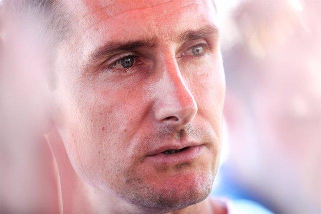 """Fútbol.- Klose avisa de que a la selección alemana le falta """"un eje claro"""" para"""