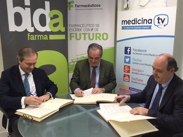 Foto acuerdo farmaceuticos medicina TV Bidafarma ortopedia firmando