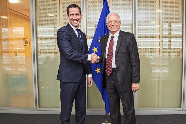 Juan Guaidó y Josep Borrell