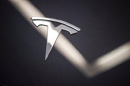 Tesla supera por primera vez los 100.000 millones de dólares de valor en Bolsa