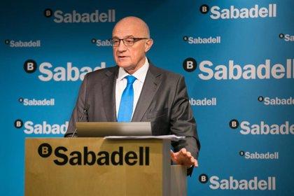 Josep Oliu (Banco Sabadell) no descarta fusiones ante la presión de inversores