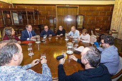 Gobierno de la ciudad y sindicatos acuerdan abonar el complemento específico a 2.053 trabajadores municipales