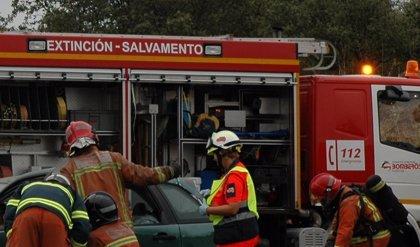 Evacuan a un afectado por quemaduras e intoxicado por humo en el incendio de una casa en El Bosque (Cádiz)