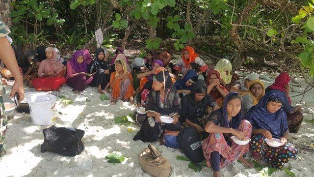 Rohingyas rescatados en Tailandia tras quedar varado su barco