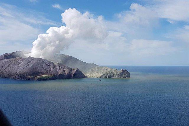 El volcán de Isla Blanca, también conocida como Whakaari, en Nueva Zelanda.
