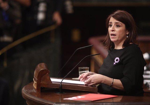 La portavoz del PSOE en el Congreso, Adriana Lastra, interviene en la segunda sesión de votación para la investidura del candidato socialista a la Presidencia del Gobierno en la XIV Legislatura, en Madrid (España), a 7 de enero de 2020.
