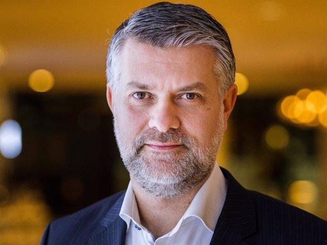 Retrato del CEO de Philips TV & Audio en Europa en TP Vision, Kostas Vouzas, en una entrevista concedida a Europa Press en el marco de un evento de presentación de la marca holandesa celebrado en Ámsterdam.