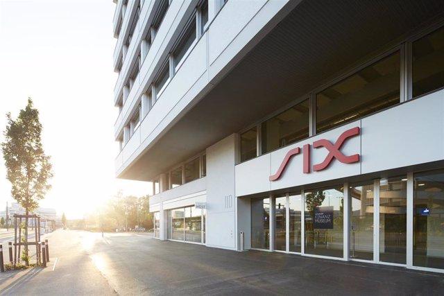 Edificio de Six Group, proveedor de servicios financieros que opera la Bolsa de Zúrich., la principal Bolsa de Valores de Suiza.
