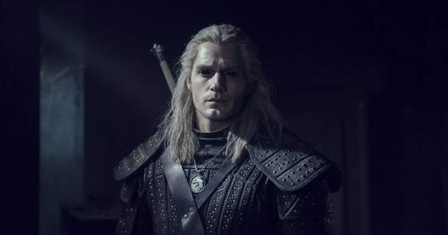 Henry Cavill es Geralt de Rivia en The Witcher