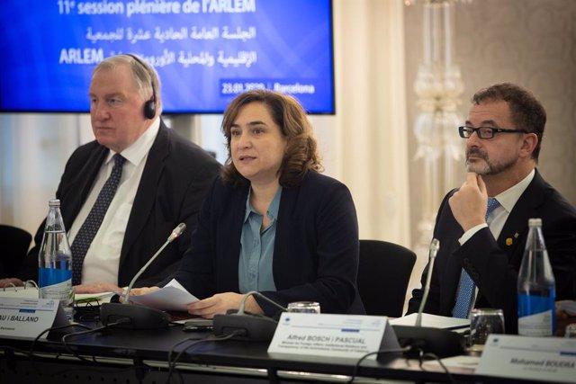 El president del Comit de les Regions de la UE, Karl-Heinz Lambertz (E), l'alcaldessa de Barcelona, Ada Colau (C)  i el conseller d'Acció Exterior de la Generalitat de Catalunya, Alfred Bosch (D)