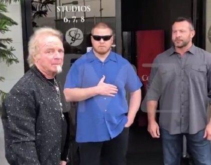 VÍDEO: Los guardas de seguridad de Aerosmith impiden al batería Joey Kramer entrar a ensayar con la banda