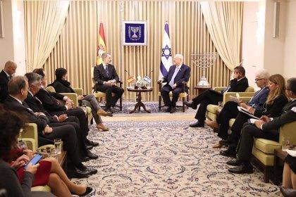 El Rey se reúne con el presidente de Israel antes de participar en el Foro del Holocausto