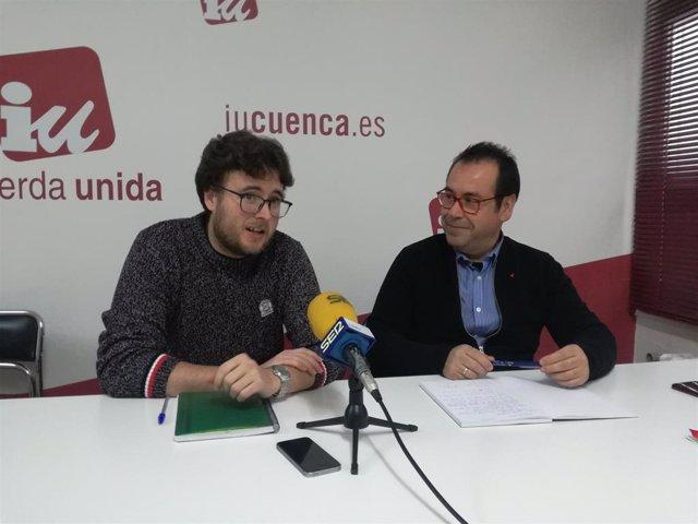 El  portavoz de IU Cuenca, Pablo García, y el coordinador regional de IU, Juan Ramón Crespo.