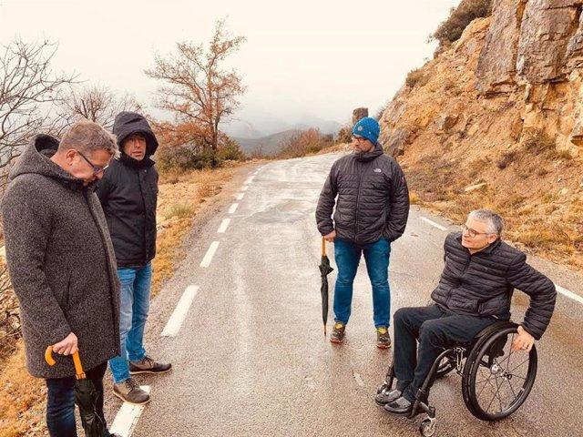 Joan Talarn i Jordi Latorre, a l'accés a Sant Esteve de la Sarga